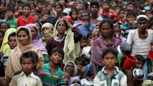 在孟加拉庫克斯巴紮爾地方Palong Khali難民營里的緬甸羅興亞難民   2017年11月15日