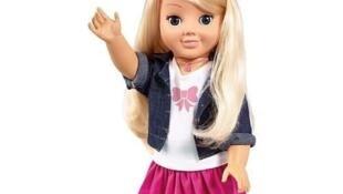 «Mon amie Cayla» est  une poupée fabriquée par Genesis Toys, l'un des géants mondiaux du jouet connecté. Mais attention, préviennent plusieurs organismes, il est très facile pour un hacker de s'y connecter et donc de voler des informations.