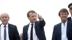 Le chef de l'Etat était accompagné de plusieurs ministres, dont l'ex-patron de la région Jean-Yves Le Drian (Affaires étrangères), (g) et Nicolas Hulot (Transition écologique).