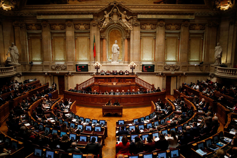 Vista geral do Parlamento português durante votação do plano orçamentário para 2018, em Lisboa, em 27 de novembro de 2017.