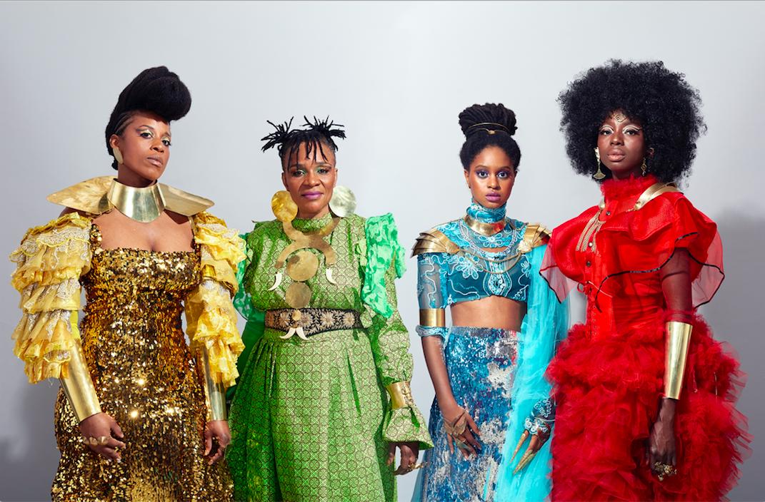 Parmi les chanteuses des Amazones d'Afrique: Fafa Ruffino, Mamani Keïta, Niariu et Kandy Guira (de gauche à droite).