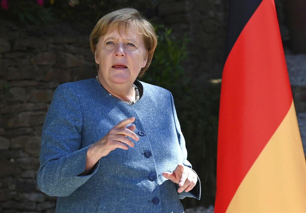 """Em resposta às contestações das autoridades russas, a chanceler alemã, Angela Merkel destacou os resultados dos exames que """"apontam na direção do envenenamento"""" do opositor russo Alexei Naválny, como anunciaram os médicos alemães nesta segunda-feira."""