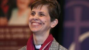 A Igreja de Inglaterra nomeou hoje(17) a primeira mulher para o cargo de bispo, a reverenda Libby Lane.