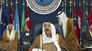O emir do Catar, Sheikh Sabah al-Ahmed al-Sabah, preside a sessão de abertura da reunião dos doadores para a Síria em 15 de janeiro de 2014.