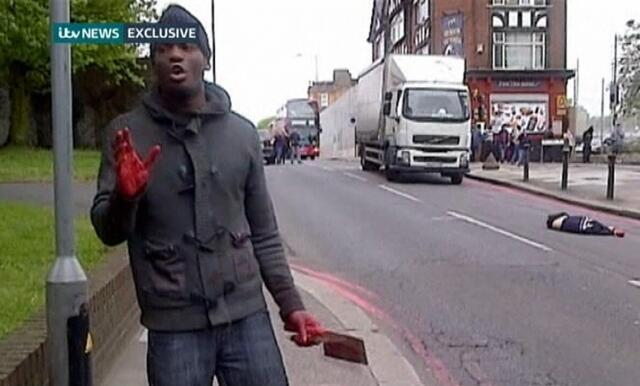 Um dos homens que mataram um militar a facadas em Londres pediu para ser filmado após a ação.