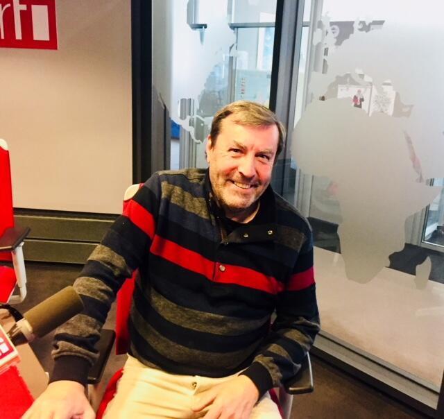L'écrivain français Nan Aurousseau en studio à RFI.