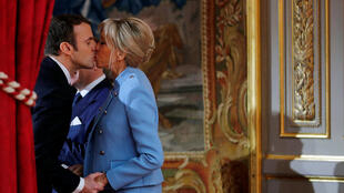 Brigitte Trogneux và Emmanuel Macron tại điện Elysée ngày nhậm chức tổng thống 14/05/2017.
