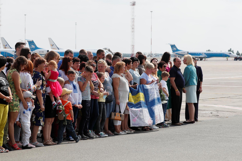Родственники украинских заключенных в аэропорту Борисполь, 7 сентября 2019