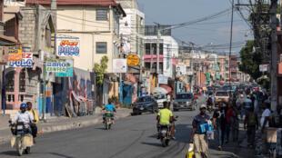 Vista parcial de una calle de Puerto Príncipe, el 12 de abril de 2021