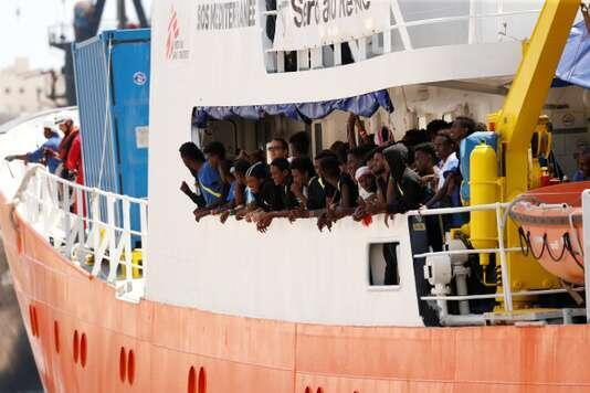 Спасательное судно «Аквариус» принадлежит французской неправительственной организации SOS Méditerranée