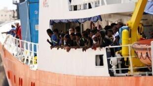 Navio Aquarius afretados pelas ong SOS Méditerranée e MSF perde bandeira do Panamá e segue agora para o porto francês de Marselha.