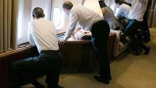 Tổng thống Obama ngắm Cuba từ Air Force One.