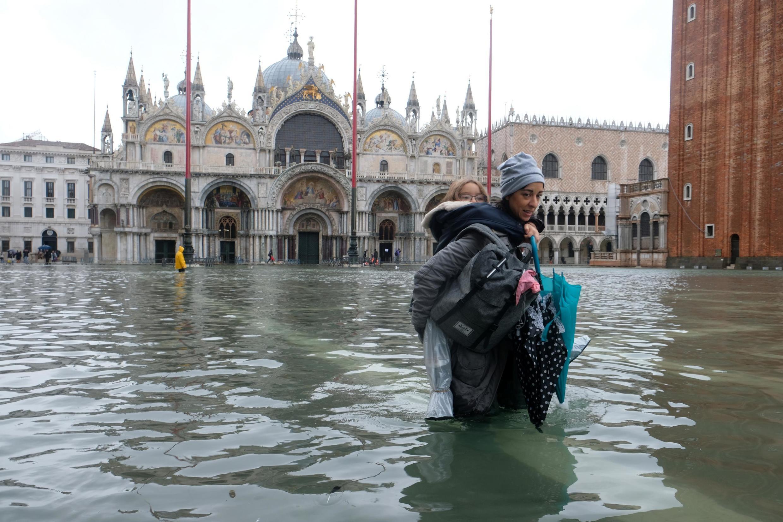 Во вторник вечером, 12 ноября, уровень воды в Венецианской лагуне поднялся на 1,87 метра.