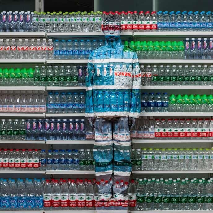 Obra « Hiding in the city, Water Crisis », Liu Bolin (2013, 120 cm x 120 cm).