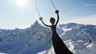 达利创作的爱丽丝雕像