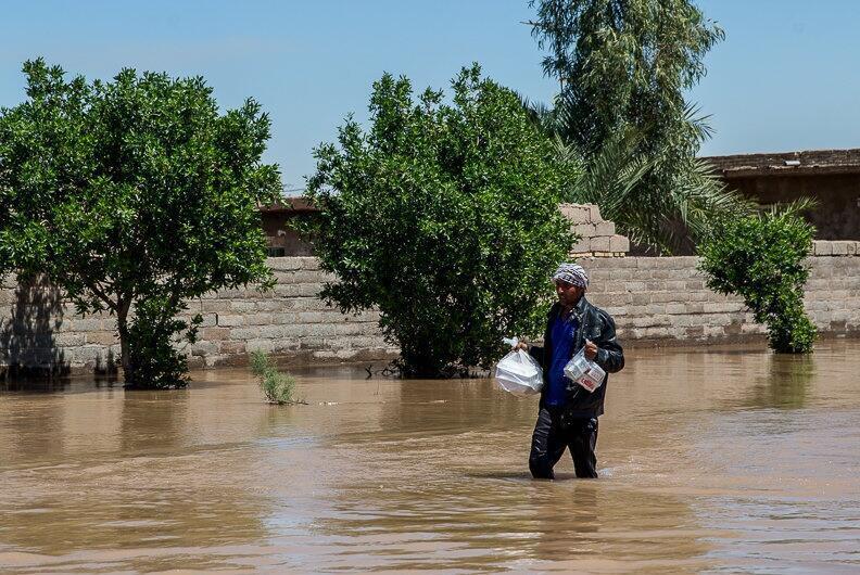 بارشهای رگباری باران و وزش شدید باد طی روزهای اخیر در نیمه شمالی ایران دستکم پنج کشته و صدها میلیارد تومان خسارت در برخی استانها برجای گذاشت.
