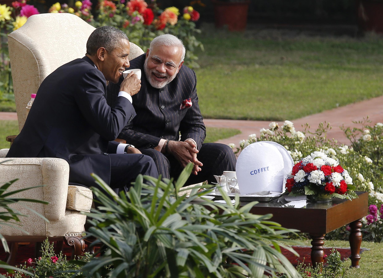 Tổng thống Mỹ Barack Obama và  Thủ tướng  Ấn  Độ Minister Narendra Modi (phải) thân mật trao đổi trong vườn phủ Thủ tướng tại New Delhi hôm 25/01/2015.