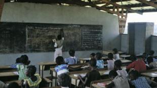 Une classe de primaire dans le village d'Omboué, au Gabon.