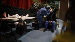 За все время пандемии удалось выявить 111 434 139 случаев инфицирования. Наибольшее количество - более 28 млн случаев - зафиксированы в США, Франция на шестой позиции.