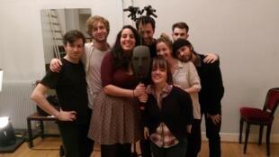 Les élèves en 3ème année du Conservatoire national supérieur d'art dramatique dirigés par Armel Roussel.