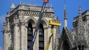 51% французов считают, что, прежде чем приступить к осуществлению проекта реставрации, власти должны спросить мнение граждан
