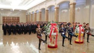 Nhà lãnh đạo Bắc Triều Tiên Kim Jong Un viếng Cung Kumsusan. Ảnh do KCNA cung cấp ngày 16/12/2018.