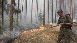 L'administration pénitentiaire russe affirme que les flammes ne se sont pas approchées à plus de deux kilomètres des colonies pénitentiaires de Mordovie.