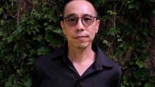 L'artiste et réalisateur thaïlandais Apichatpong Weerasethakul présente actuellement l'exposition-rétrospective « Periphery of the Night » à l'Institut d'Art Contemporain à Villeurbanne et « Memoria » au Festival de Cannes 2021.  © Siegfried Forster / RFI