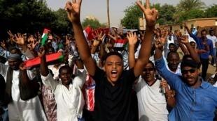 Des manifestants à Khartoum après la chute d'Omar el-Béchir, le 11 avril 2019. (Photo d'illustration)