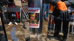 Une affiche du général Min Aung Hlaing, commandant en chef des forces armées birmanes