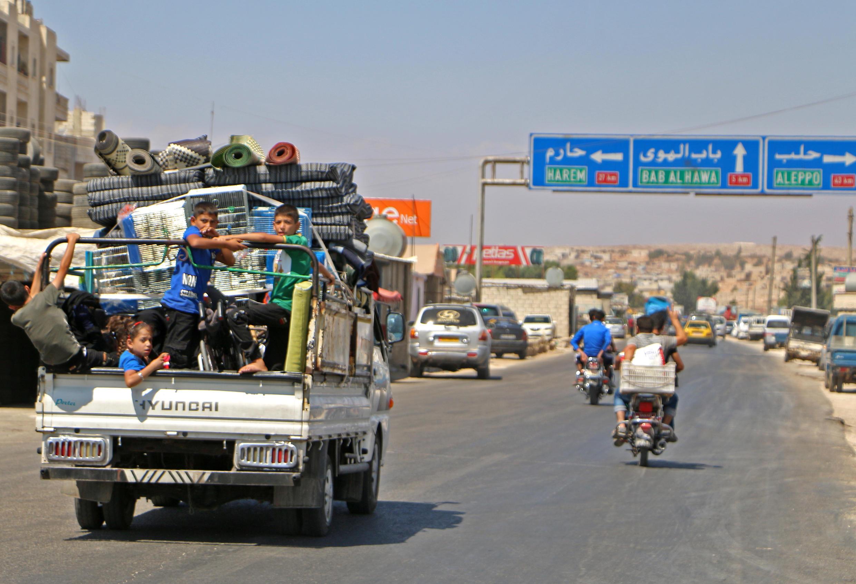 Cảnh thường dân rời thành phố Idlib, ngày 6/09/2018, lo sợ một cuộc tấn công quy mô của quân đội chính phủ Syria.