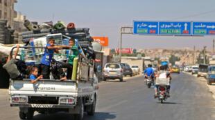 Des civils fuient la ville d'Idleb, le 6 septembre 2018, dans la crainte d'une offensive de grande envergure dans le dernier grand bastion des insurgés en Syrie.