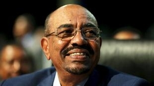 Rais wa sudan, Omar Al Bashir, akiwasili Khartoum, Juni 15 mwaka 2015, akitokea Johannesburg.