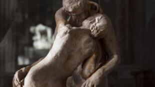 羅丹雕塑《吻》