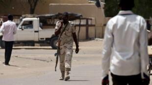 Un soldat tchadien patrouille à Diffa (photo d'illustration).