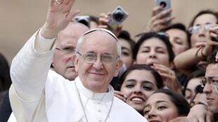 O papa Francisco realizou nesta quarta-feira, 27 de março de 2013, sua primeira audiência geral na Praça São Pedro.