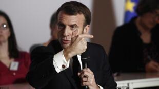 Emmanuel Macron devant les membres de la Convention citoyenne pour le climat à Paris le 10 janvier 2020.