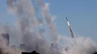 Un cohete lanzado desde la Franja de Gaza, controlada por el Hamás, el 12 de mayo de 2021