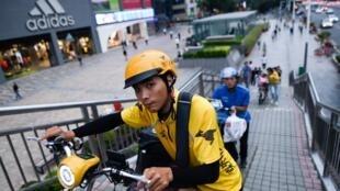 Un livreur chinois à Shenzhen.