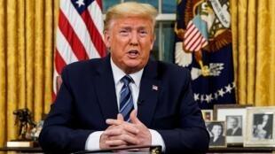 Rais Donald Trump wakati wa hotuba yake Jumatano jioni akitangaza hatua za kupambana dhidi ya mripuko wa ugonjwa wa Covid-19, Machi 11, 2020.