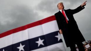 За одну неделю решения Трампа спровоцировали в США два политических кризиса