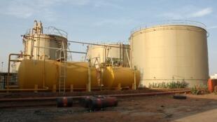 Un aperçu des installations de l'usine de la Nigelec (Société Nigérienne d'électricité) à Goudel. Ici, des citernes de Gazoil et de Fuel.