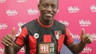 L'Ivoirien Max Gradel avec le maillot de Bournemouth.