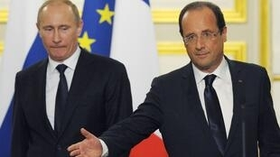 Владимир Путин и Франсуа Олланд на совместной пресс-конференции в Париже 1 июня 2012 г.