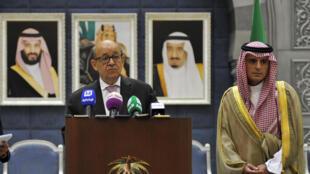 Conférence de presse conjointe de Jean-Yves Le Drian et de son homologue saoudien Adel al-Jubeir, ce dimanche 16 juillet 2017 à Riyad.