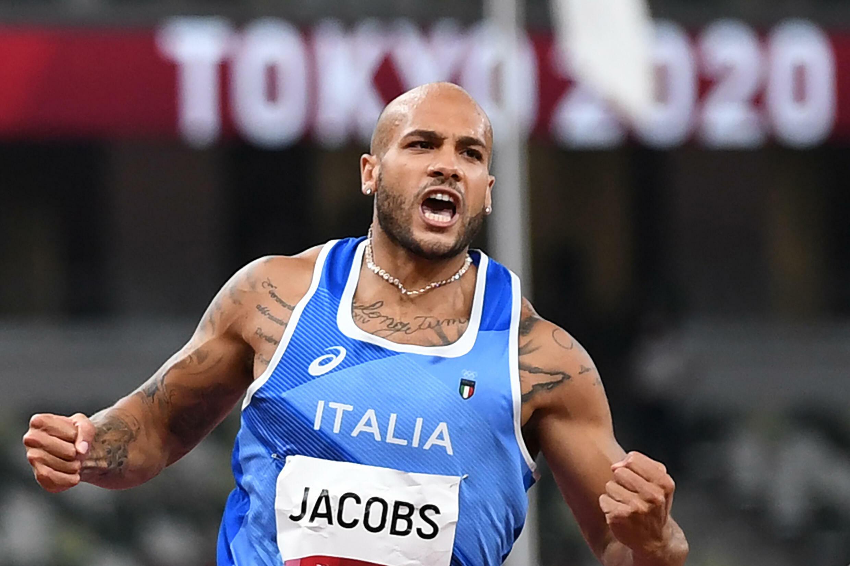 Lamont Marcell Jacobs aprieta los puños tras ganar la final de los 100 metros lisos de los Juegos Olímpicos, el 1 de agosto de 2021 en Tokio