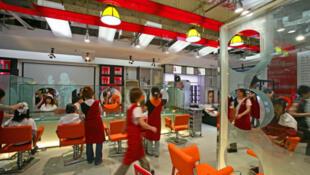 Pour les petites ou moyennes entreprises chinoises, comme ici un salon de coiffure à Fuzhou Zhonglu, l'obtention d'un crédit relève du parcours du combattant.