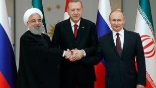 عکس آرشیو - حسن روحانی، ولادیمیر پوتین و رجب طیب اردوغان، رؤسای جمهوری ایران، روسیه و ترکیه، در نشست سهجانبه شهر سوچی که در سال ٢٠۱٧ برگزار شد.