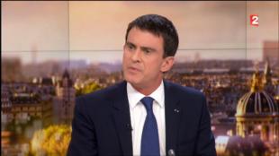 Primeiro-ministro francês, Manuel Valls, na entrevista à TV France 2, a 7 de dezembro de 2014.