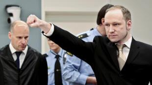 Anders Behring Breivik à l'arrivée de son procès au tribunal d'Oslo, le 16 avril 2012.